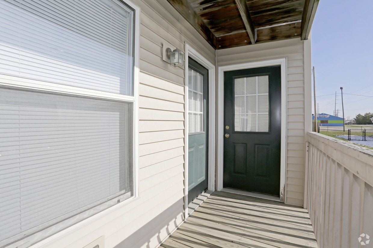 2 Bedrooms 1 Bathroom Apartment for rent at Kobuck Apartments in Savoy, IL