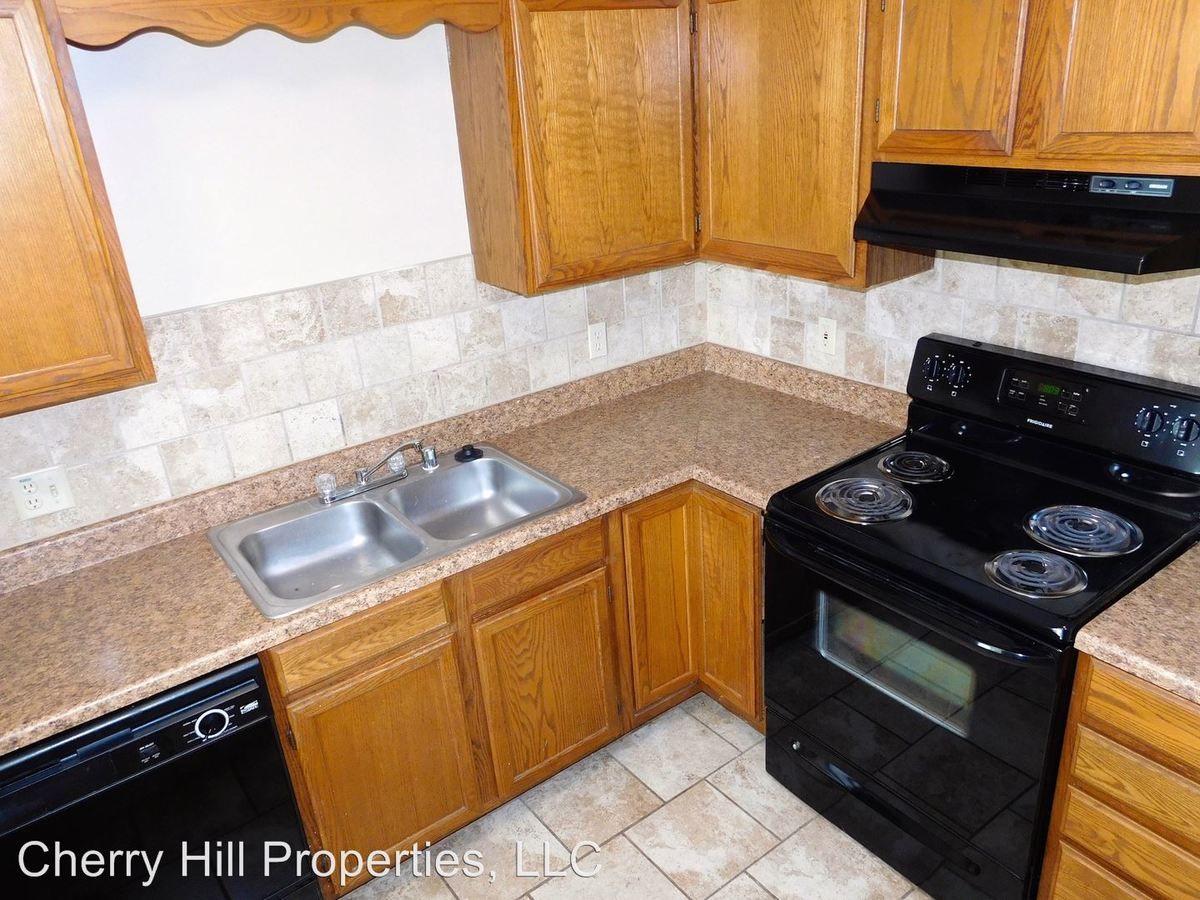 3 Bedrooms 2 Bathrooms Apartment for rent at 1900 Naismith Dr in Lawrence, KS