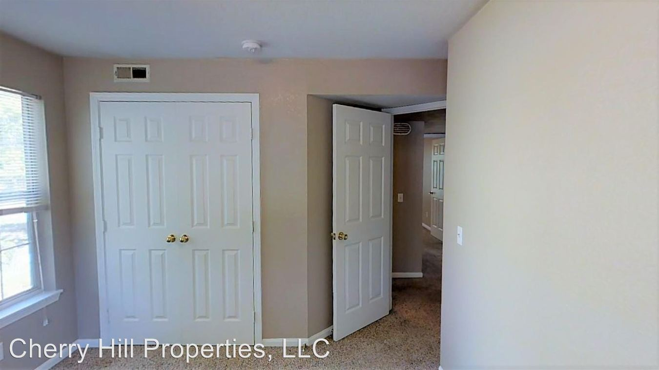 3 Bedrooms 2 Bathrooms Apartment for rent at 933 Mississippi in Lawrence, KS