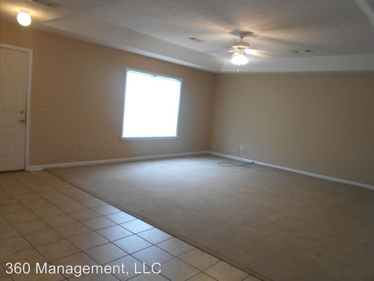 3 Bedrooms 3 Bathrooms Apartment for rent at 726-728 Yeager Ln in Auburn, AL