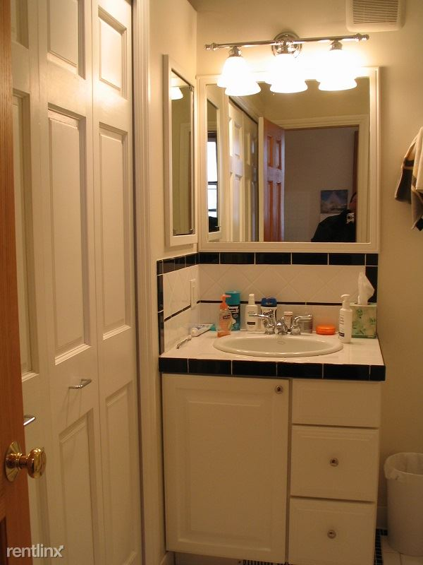 Studio 1 Bathroom Apartment for rent at 315 N Thayer St in Ann Arbor, MI