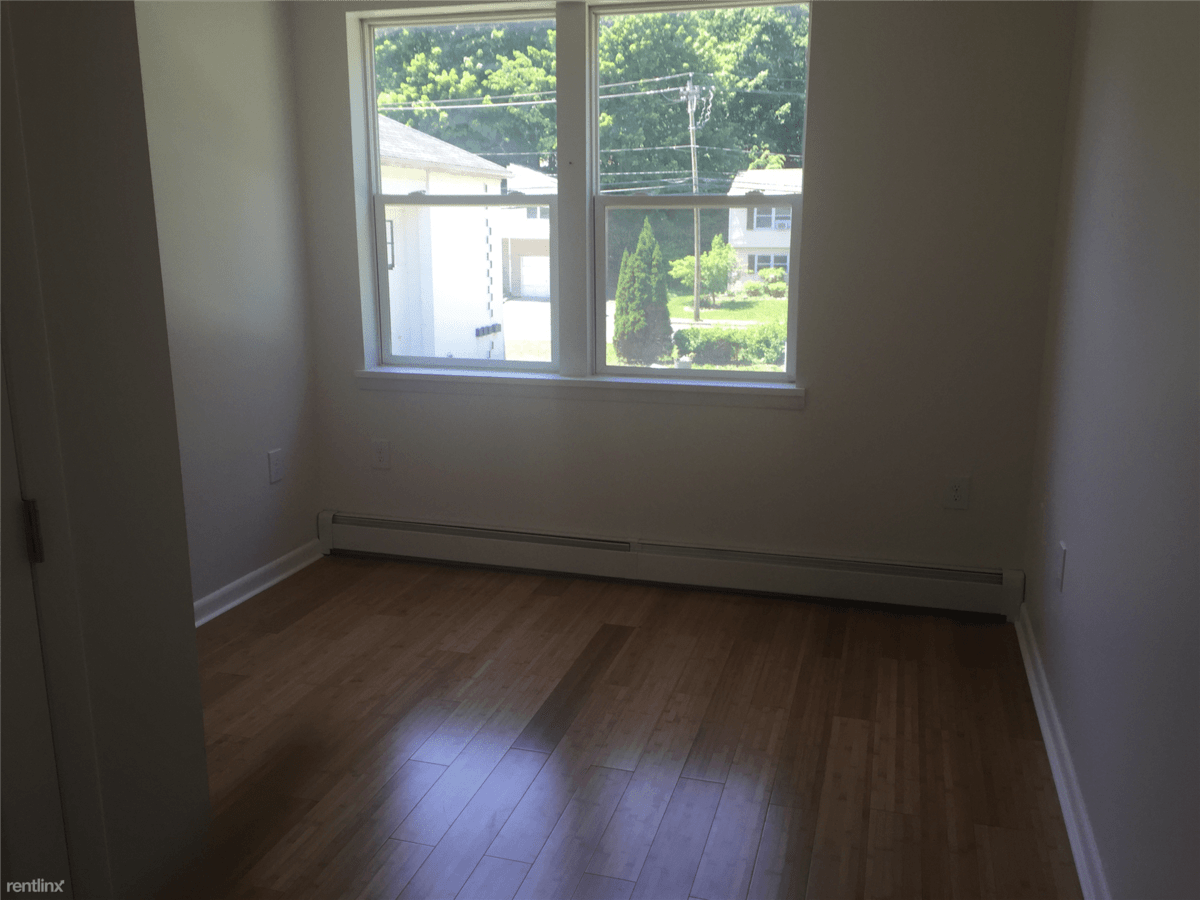 3 Bedrooms 2 Bathrooms Apartment for rent at Sycaway Hill Apartments in Troy, NY