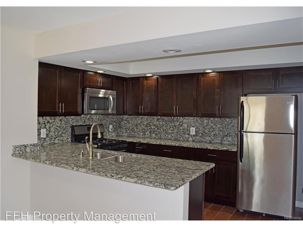 3 Bedrooms 1 Bathroom Apartment for rent at 2223-2249 S. Commerce Rd in Wolverine Lake, MI