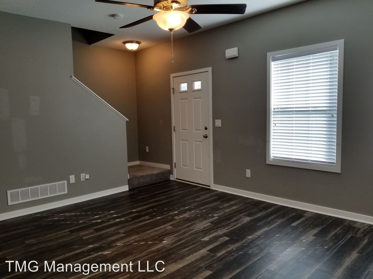 3 Bedrooms 2 Bathrooms Apartment for rent at 9061 Burkwood Dr in West Des Moines, IA