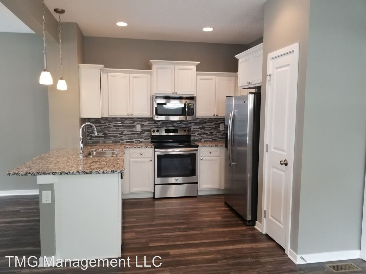 3 Bedrooms 3 Bathrooms Apartment for rent at 9061 Burkwood Dr in West Des Moines, IA