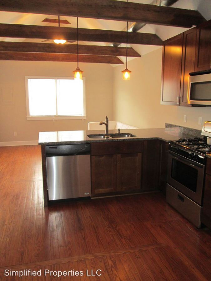 3 Bedrooms 3 Bathrooms Apartment for rent at 63 South St in Charleston, SC