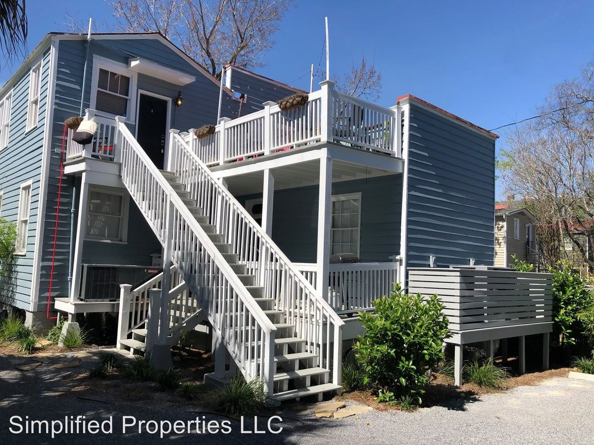 3 Bedrooms 1 Bathroom Apartment for rent at 206 Ashley Avenue in Charleston, SC