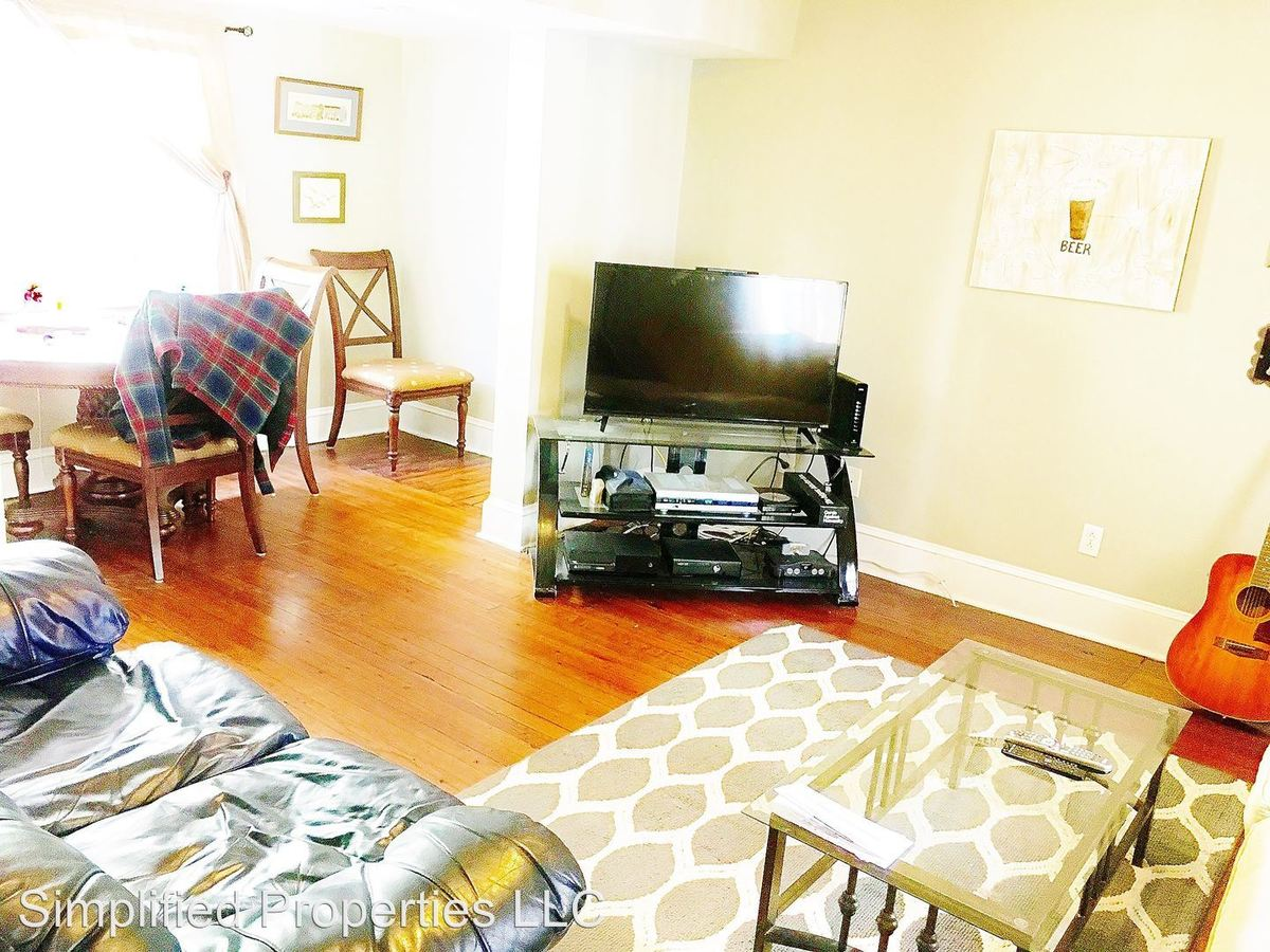 3 Bedrooms 2 Bathrooms Apartment for rent at 242 Rutledge Ave in Charleston, SC
