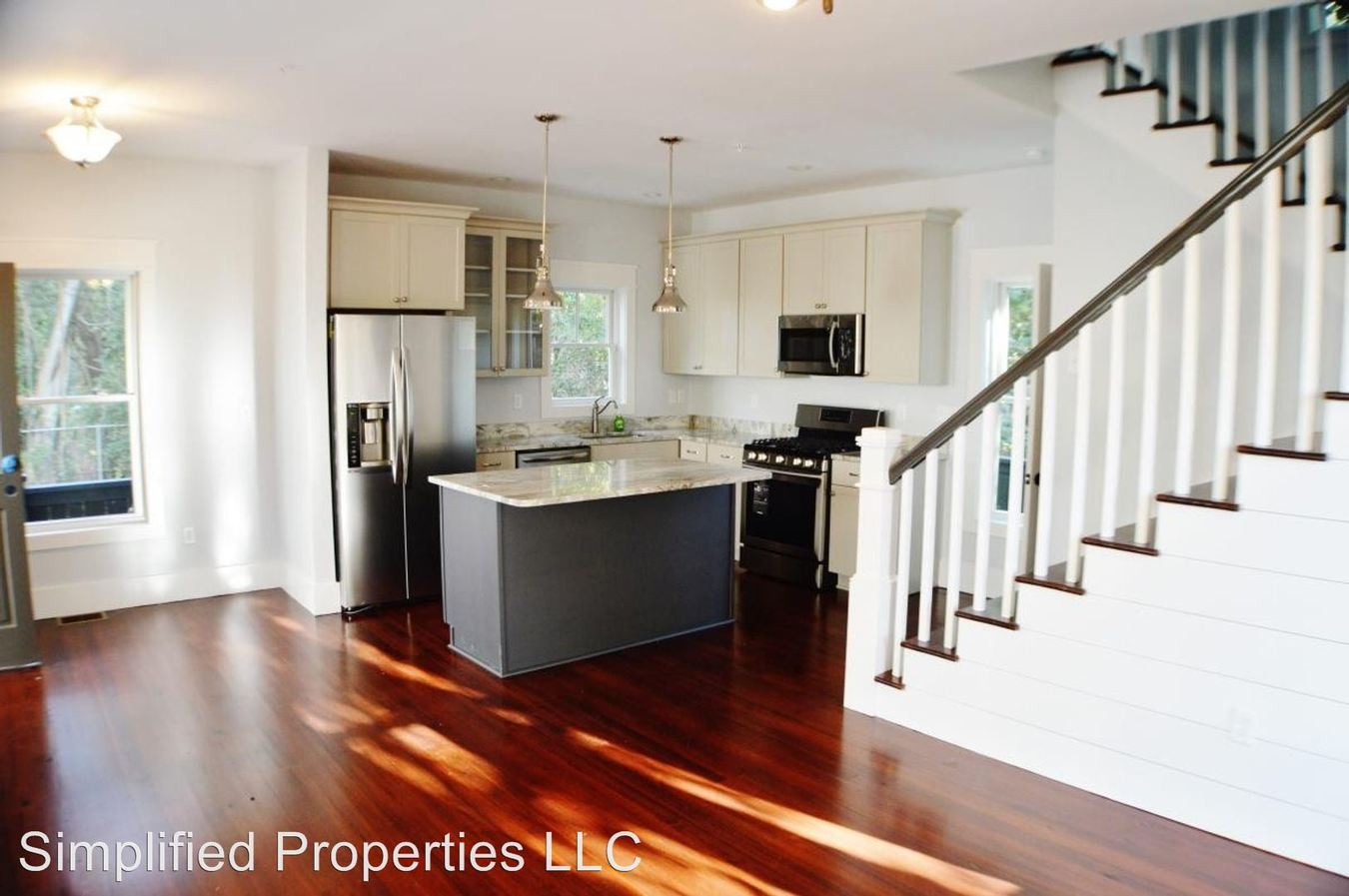 3 Bedrooms 2 Bathrooms Apartment for rent at 5 Hampstead Square in Charleston, SC