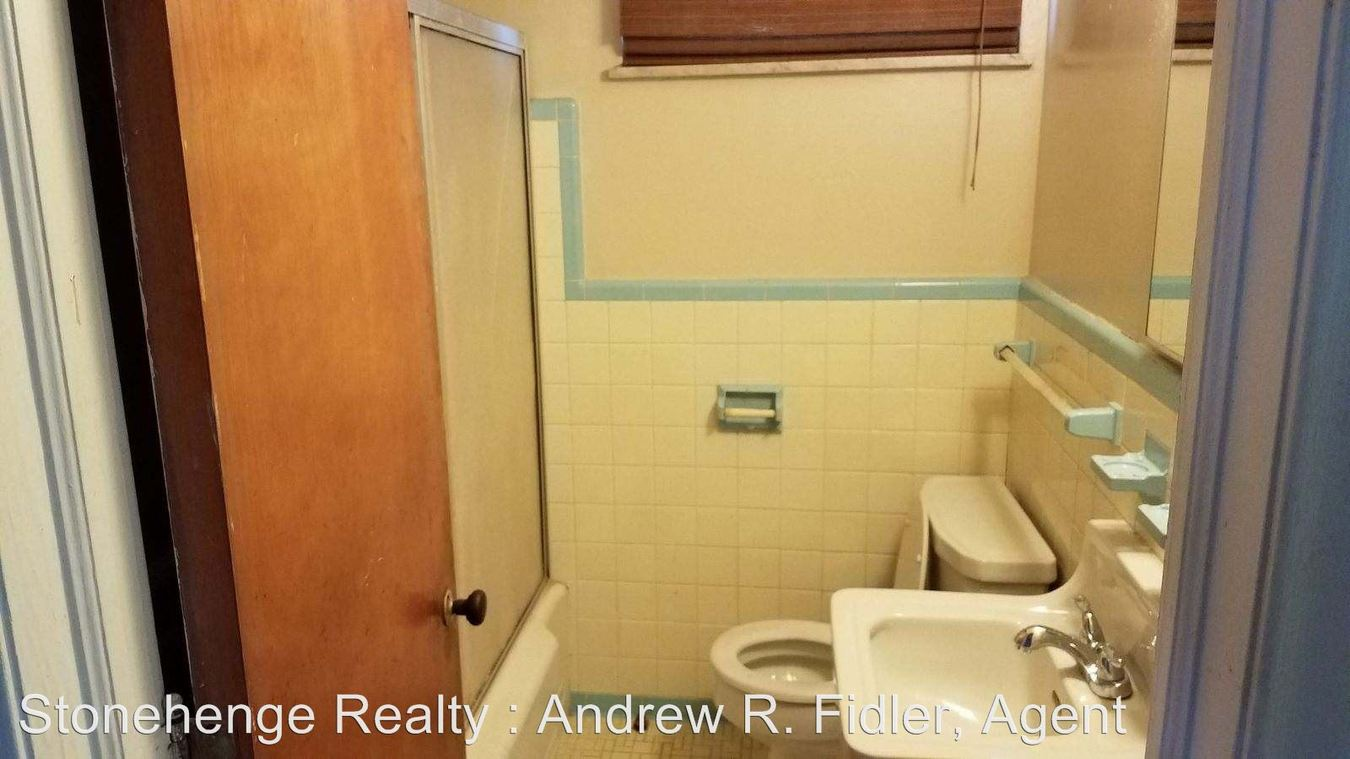 1 Bedroom 1 Bathroom Apartment for rent at 1364 North Cove Blvd in Toledo, OH