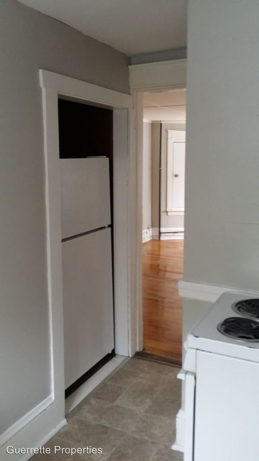 3 Bedrooms 1 Bathroom Apartment for rent at 26 Sewall St in Augusta, ME