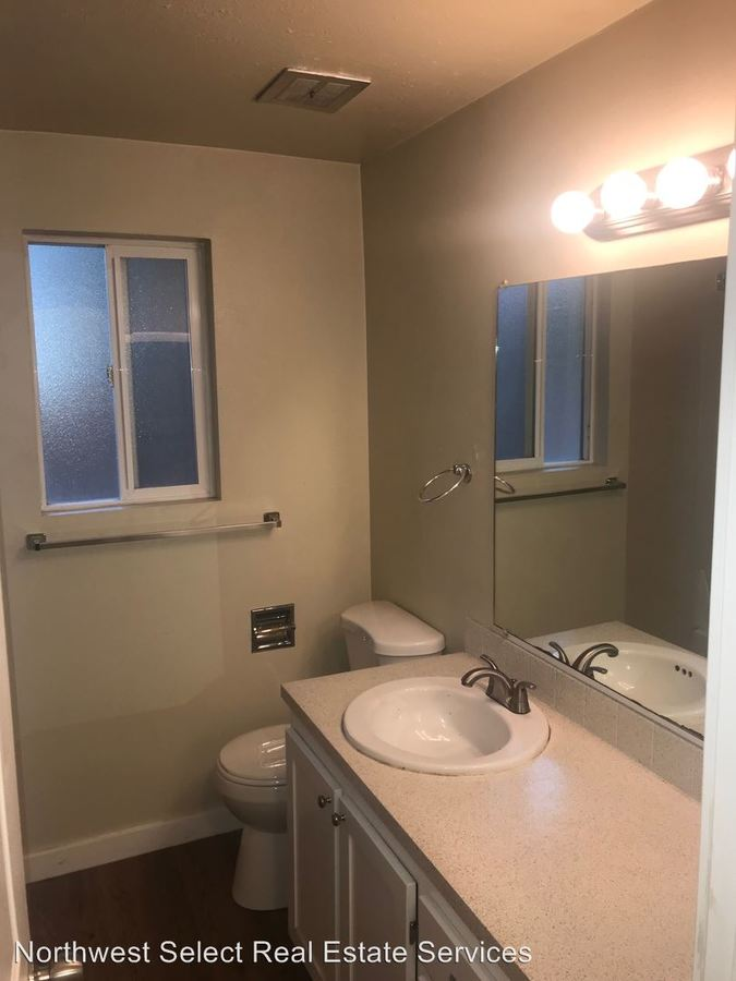 2 Bedrooms 1 Bathroom Apartment for rent at 10226 Se 6th Street in Bellevue, WA