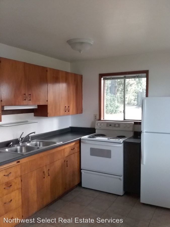 2 Bedrooms 1 Bathroom Apartment for rent at 22235 196th Ave Se in Renton, WA