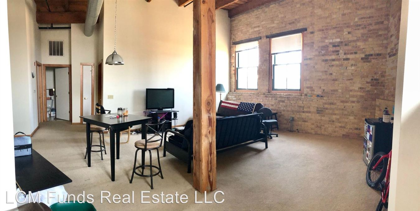 2 Bedrooms 1 Bathroom Apartment for rent at 133 W Oregon St in Milwaukee, WI