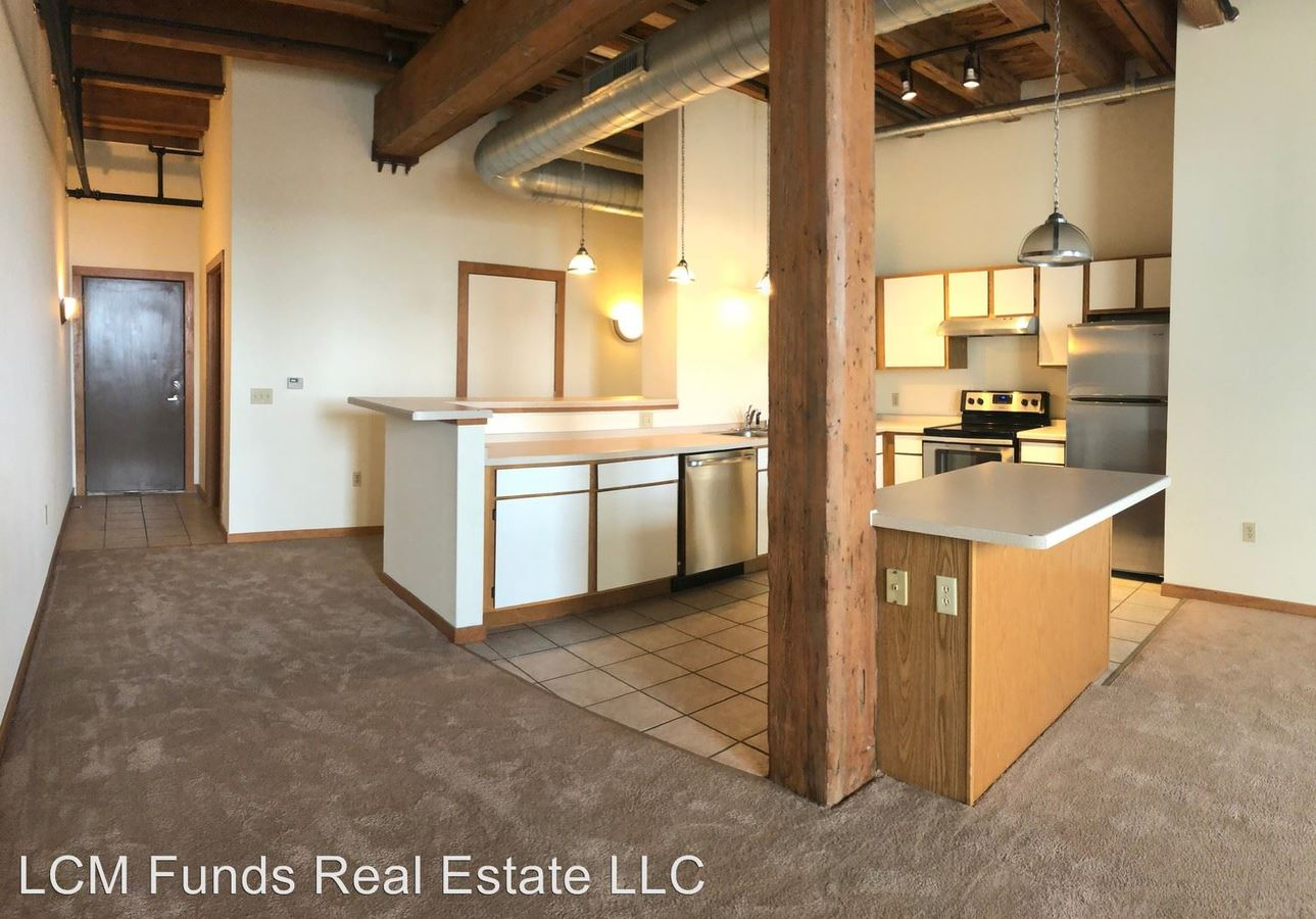 3 Bedrooms 2 Bathrooms Apartment for rent at 133 W Oregon St in Milwaukee, WI