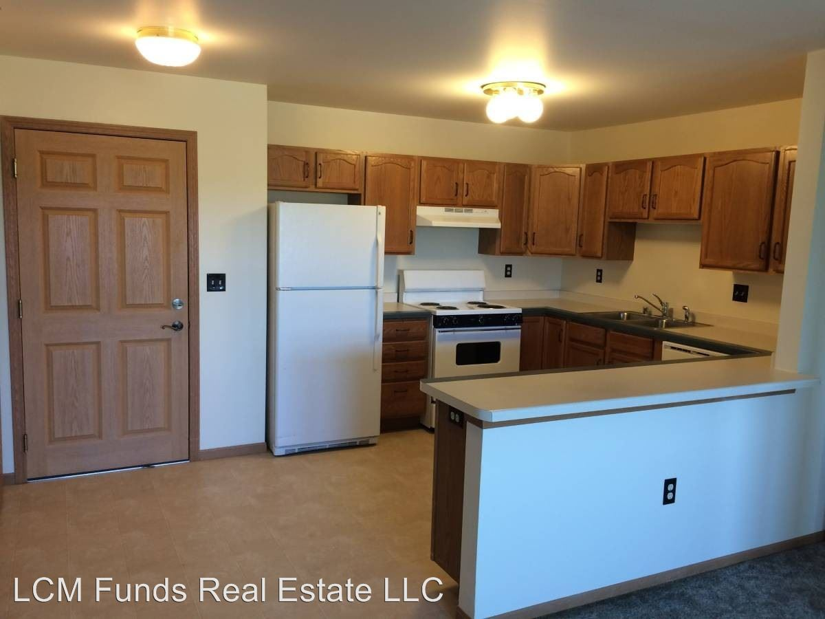 2 Bedrooms 1 Bathroom Apartment for rent at 920 N. Hawley Road in Milwaukee, WI