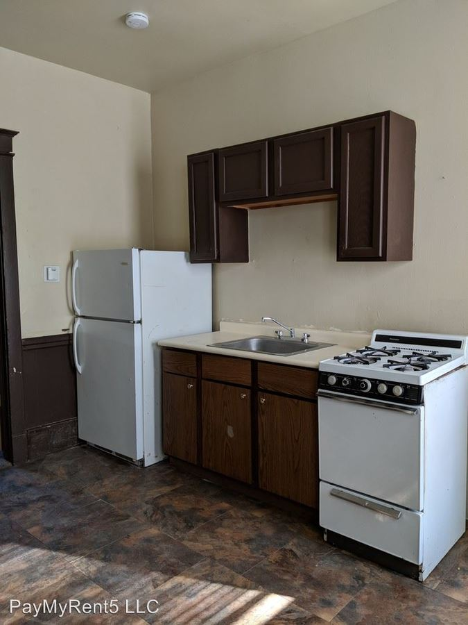 Studio 1 Bathroom Apartment for rent at 726 S 22nd Street in Milwaukee, WI