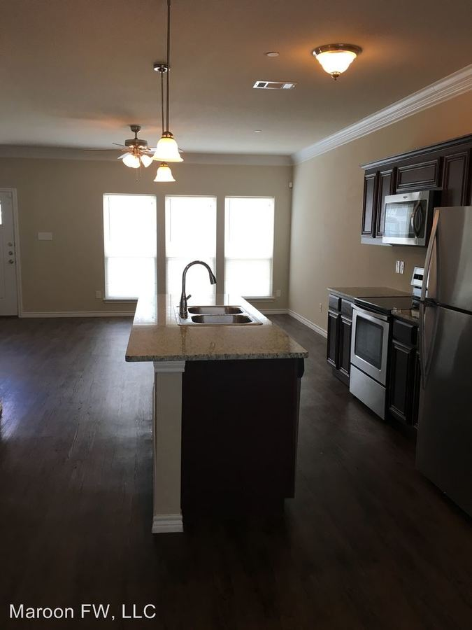 3 Bedrooms 2 Bathrooms Apartment for rent at 101-149 E Maple Ridge Ct in Midlothian, TX