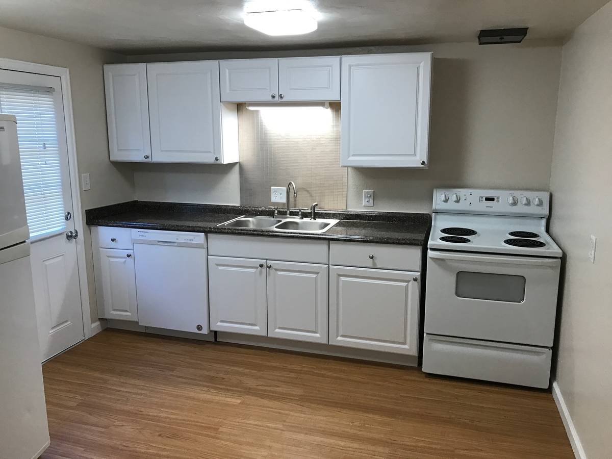 3 Bedrooms 1 Bathroom Apartment for rent at Barcelona in Lakewood, CO