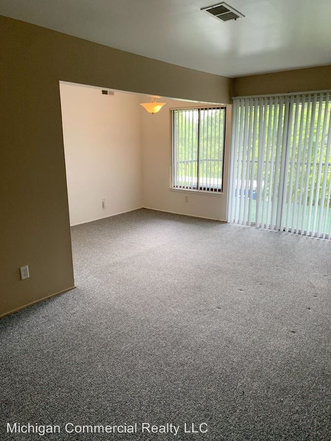2 Bedrooms 1 Bathroom Apartment for rent at 2041-2047 Jackson Ave in Ann Arbor, MI