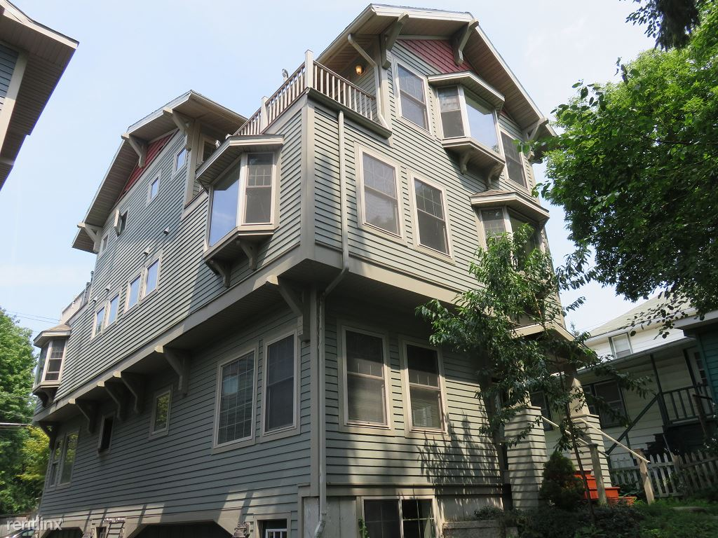 3 Bedrooms 2 Bathrooms Apartment for rent at East Lincoln Street in Ithaca, NY