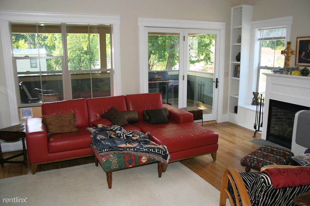 3 Bedrooms 2 Bathrooms Apartment for rent at North Tioga Street in Ithaca, NY