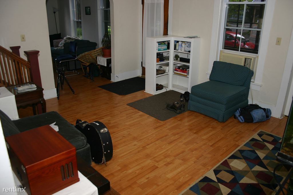 4 Bedrooms 2 Bathrooms Apartment for rent at North Tioga Street in Ithaca, NY