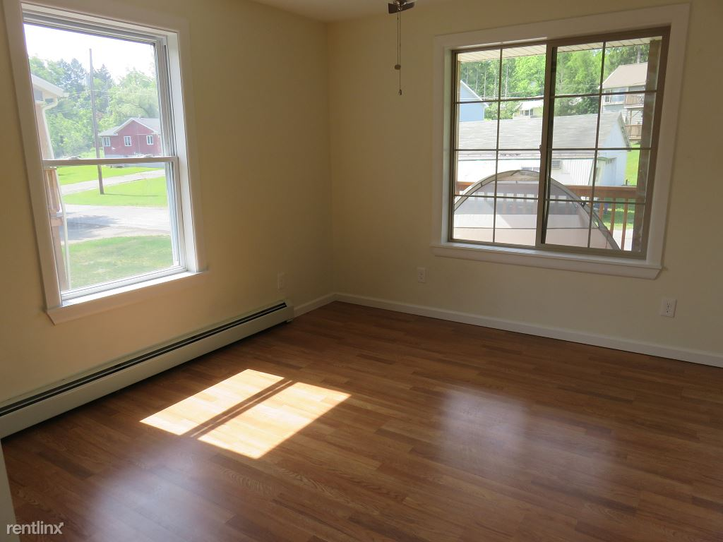 4 Bedrooms 2 Bathrooms Apartment for rent at Kendall Ave in Ithaca, NY