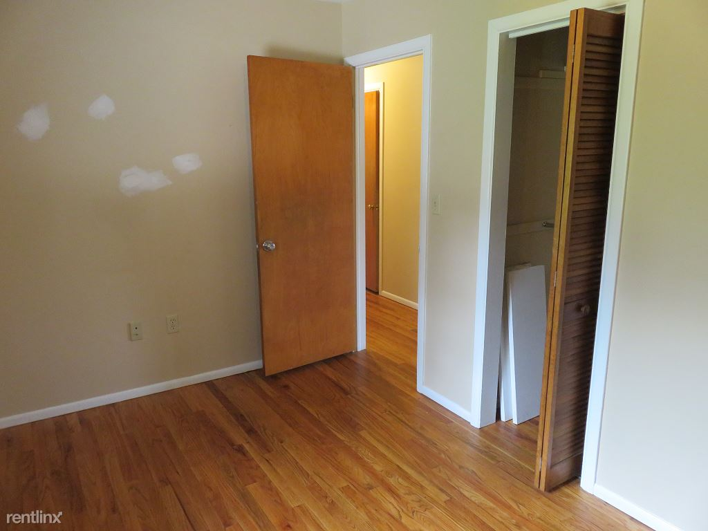 3 Bedrooms 2 Bathrooms Apartment for rent at Kendall Ave in Ithaca, NY