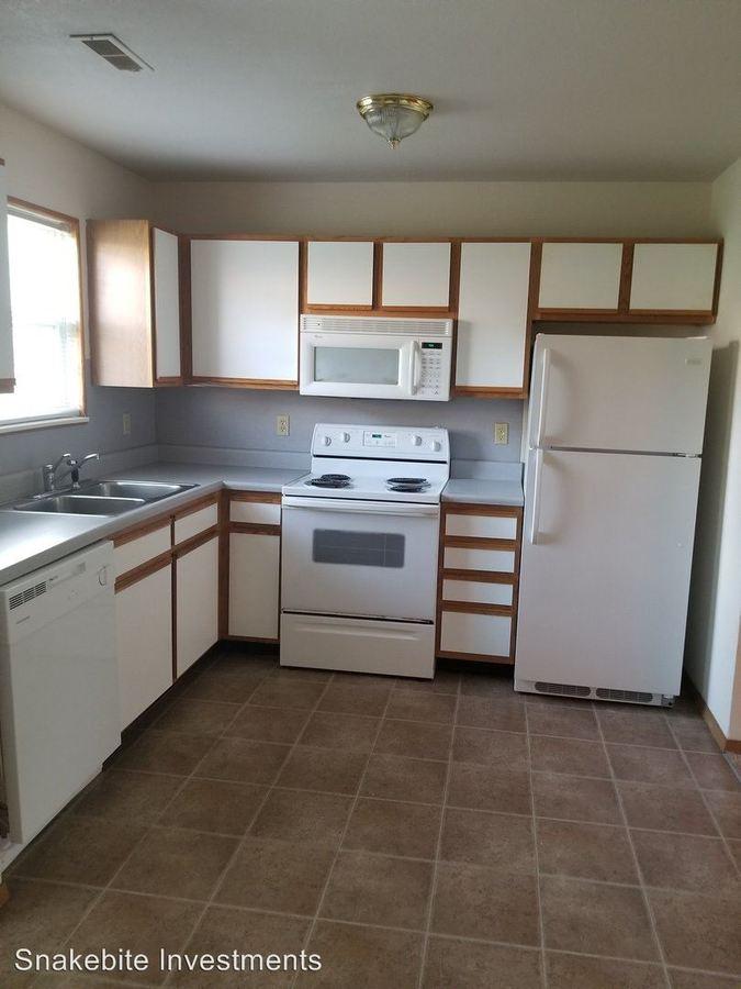 2 Bedrooms 2 Bathrooms Apartment for rent at Petrus Circle & Calvin Drive Townhomes in Ozark, MO