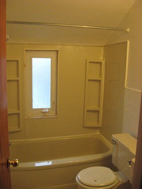 2 Bedrooms 1 Bathroom Apartment for rent at 115 EAST WILLOCK ROAD in Pittsburgh, PA