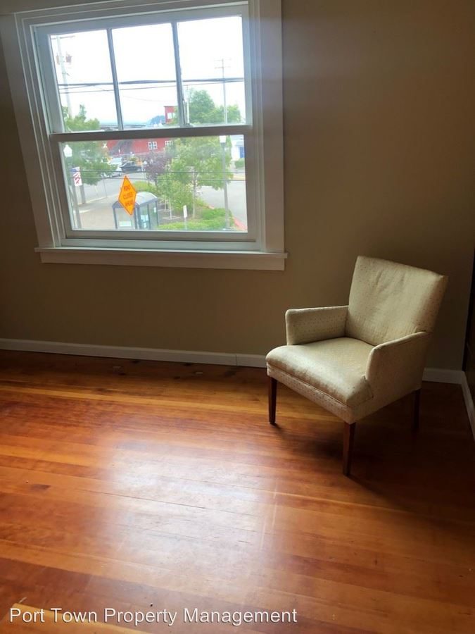Studio 1 Bathroom Apartment for rent at 109 9th Street in Astoria, OR