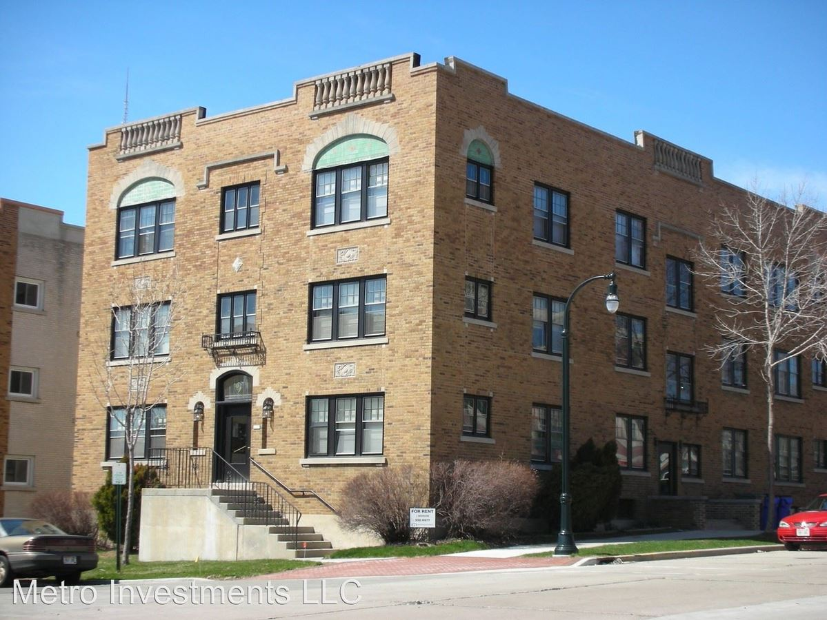 2 Bedrooms 1 Bathroom Apartment for rent at 1720 E Newton 1-12 in Shorewood, WI