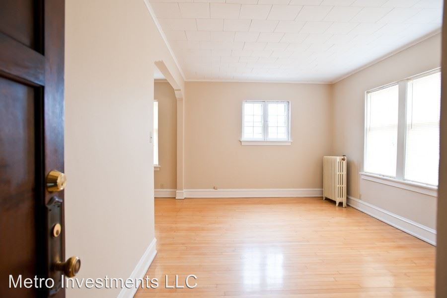 1 Bedroom 1 Bathroom Apartment for rent at 1720 E Newton 1-12 in Shorewood, WI