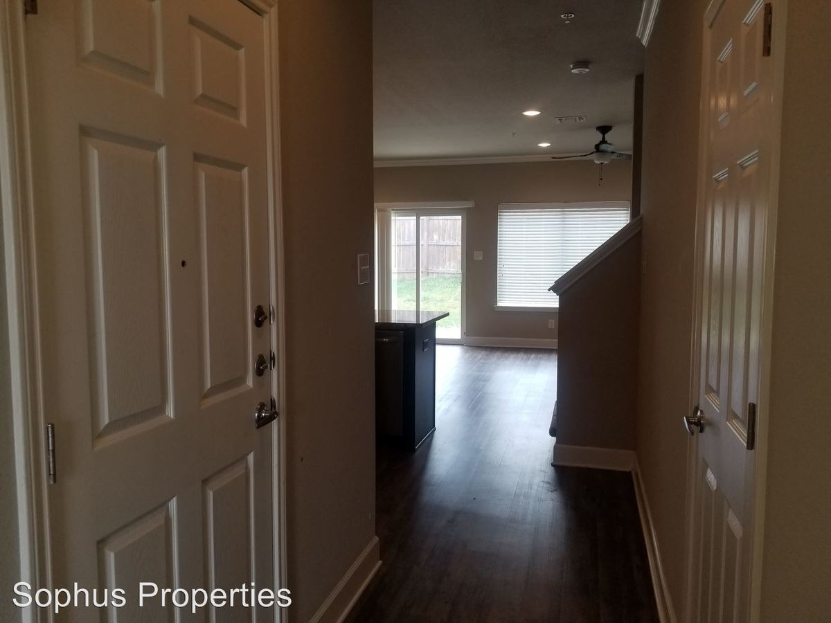 3 Bedrooms 2 Bathrooms Apartment for rent at 9814 Via Belcara in San Antonio, TX