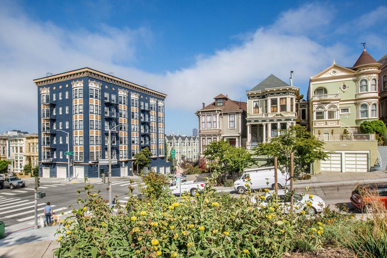 2 Bedrooms 1 Bathroom Apartment for rent at 990 Fulton Apartments in San Francisco, CA