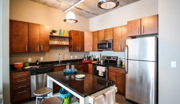 Similar Apartment at W Lake St