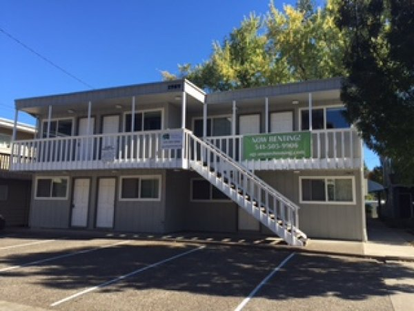 3 Bedrooms 1 Bathroom Apartment for rent at 1747 Hilyard Aly. in Eugene, OR