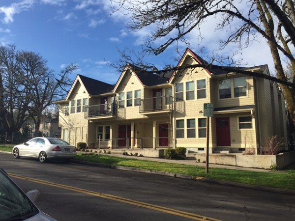 3 Bedrooms 2 Bathrooms Apartment for rent at Cottages On 19th in Eugene, OR