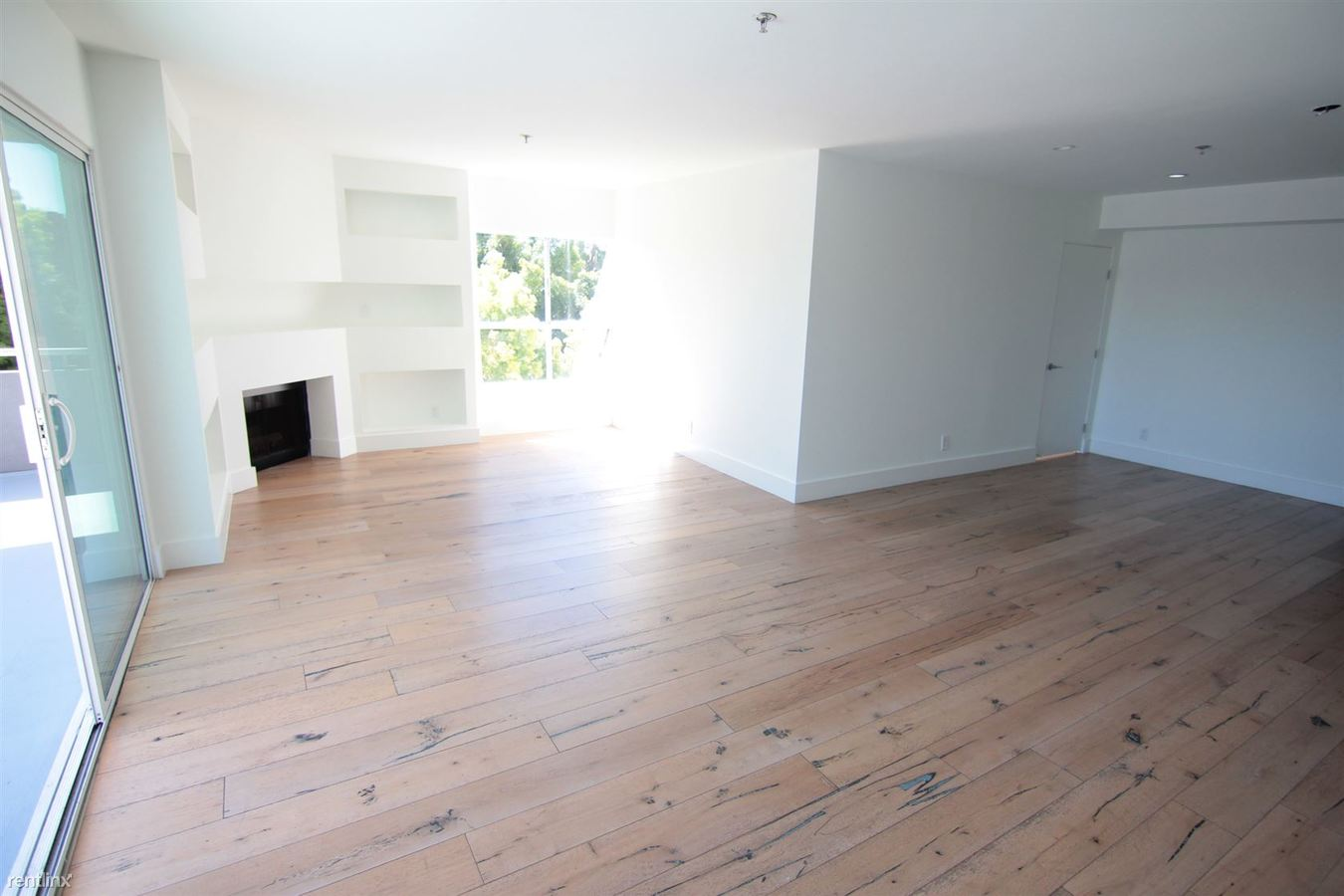 3 Bedrooms 2 Bathrooms Apartment for rent at 939 Palm Ave in West Hollywood, CA