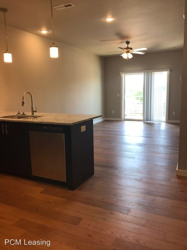2 Bedrooms 2 Bathrooms Apartment for rent at 634 E Walnut Lawn in Springfield, MO