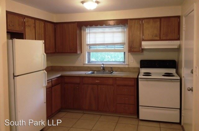 2 Bedrooms 1 Bathroom Apartment for rent at Charter Oak Street in Manchester, CT