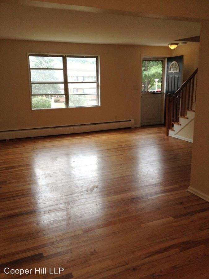 2 Bedrooms 1 Bathroom Apartment for rent at Goslee Drive in Manchester, CT