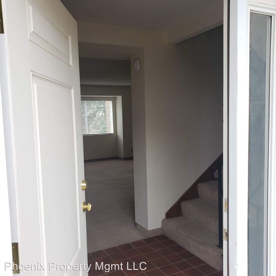 3 Bedrooms 2 Bathrooms Apartment for rent at 1402 Bass Ave in Columbia, MO