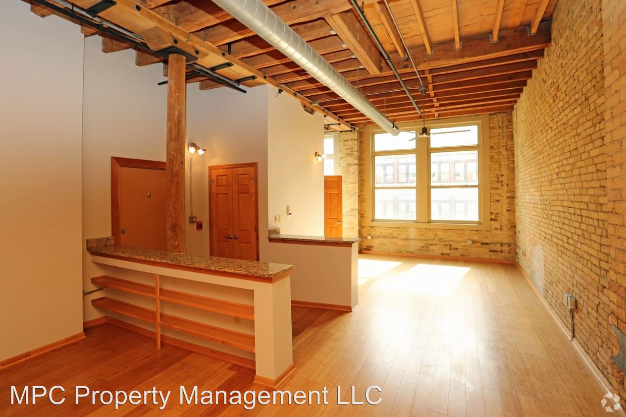 1 Bedroom 1 Bathroom Apartment for rent at 227 N Water Street in Milwaukee, WI