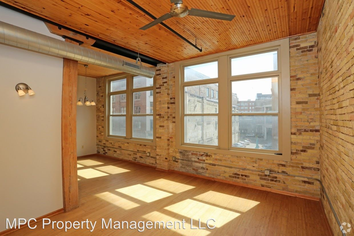 2 Bedrooms 2 Bathrooms Apartment for rent at 227 N Water Street in Milwaukee, WI