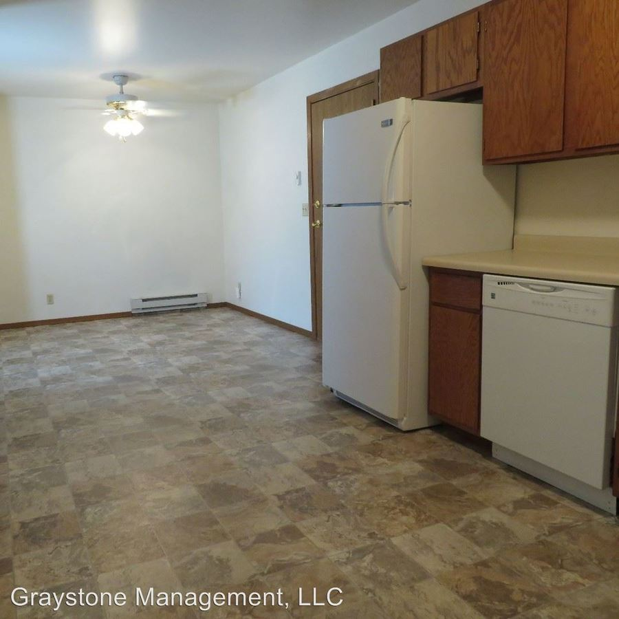 2 Bedrooms 1 Bathroom Apartment for rent at 4910 Coventry Court in Eau Claire, WI