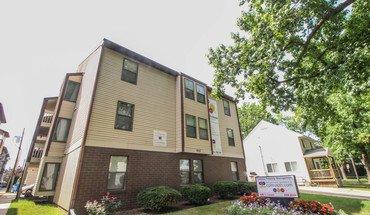 903-909 S Locust Apartment for rent in Champaign, IL