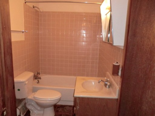 3 Bedrooms 1 Bathroom Apartment for rent at 433 Augusta Street in Pittsburgh, PA