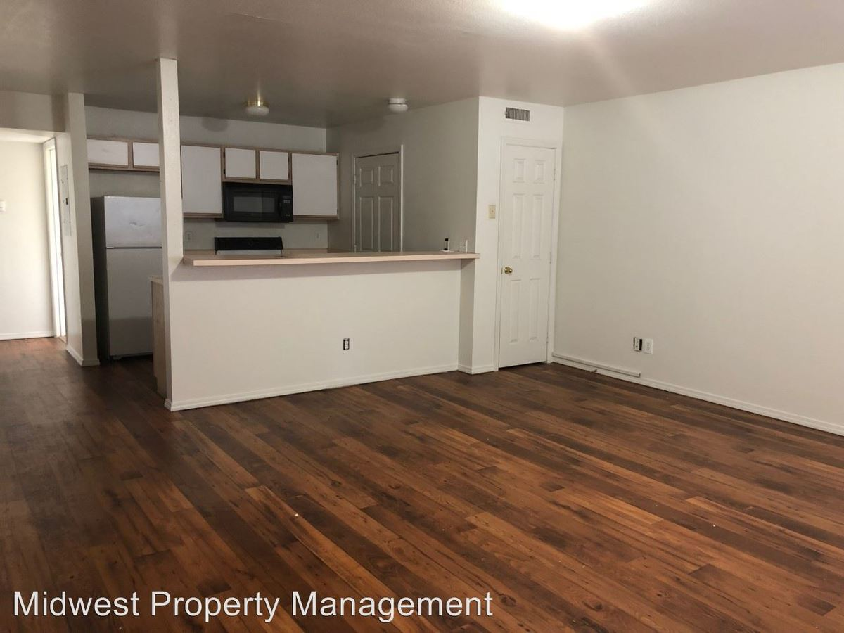 4 Bedrooms 2 Bathrooms Apartment for rent at 1712 Ohio St. in Lawrence, KS